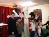 pose final de Reyes Magos con los niños
